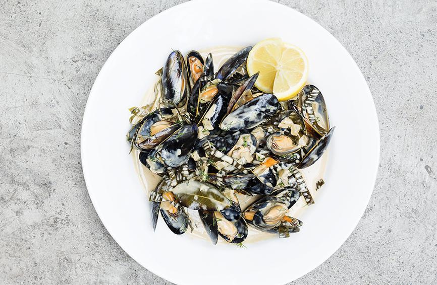 steamed-mussels-kelp-guinnes-cream-sauce